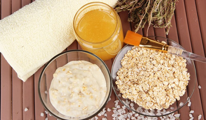 Oatmeal mask can exfoliate the skin and make you look radiant