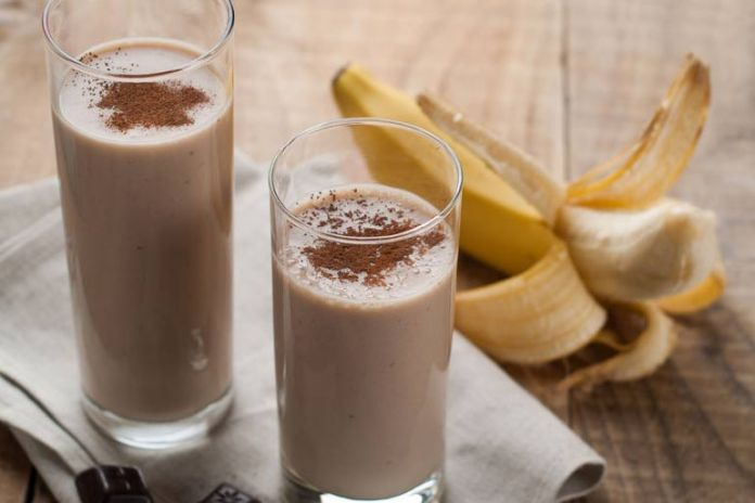 Chocolate, banana, and almond milk smoothie for weight loss