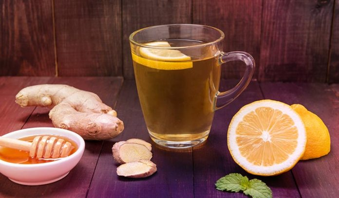 (A glass of ginger honey drink is satiating and helpful in eliminating toxins