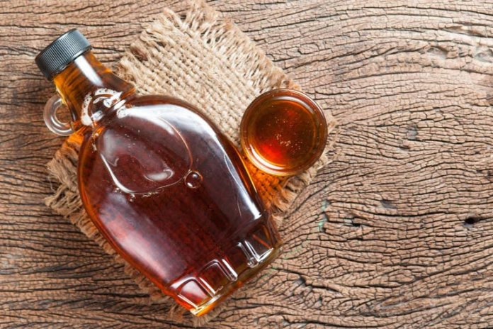 Spread maple syrup on pancakes, waffles, and use it as a sauce for baking.