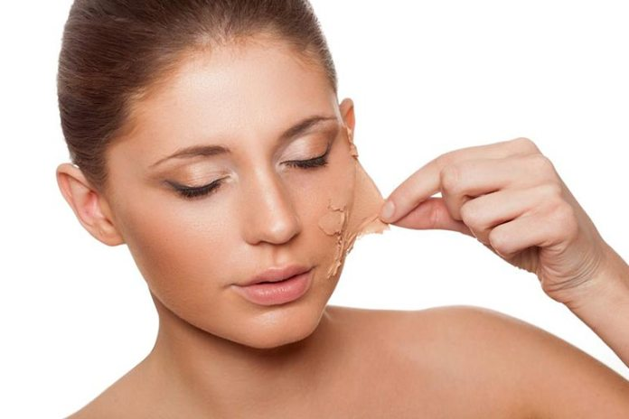 Tightness of the skin indicates dryness, which requires a moisturizing face wash