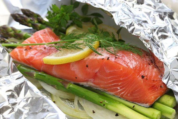 Omega-3 fatty acids in tuna keeps the heart healthy.