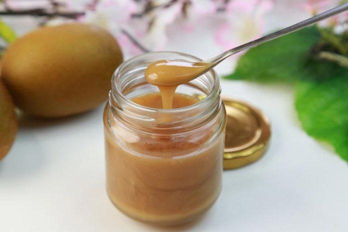 Manuka honey and matcha powder face mask for glowing skin