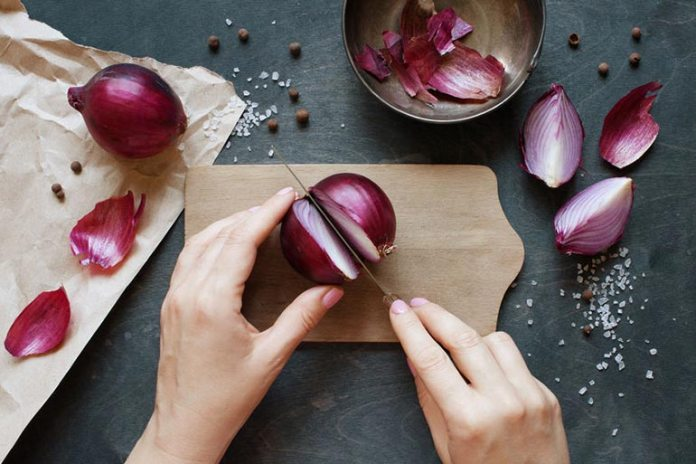 Onions are effective in reducing the swelling of throat polyps