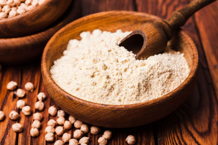 Chickpea flour cleanses the skin by removing the impurities
