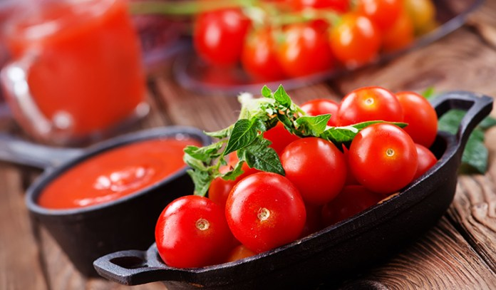 Regular application of tomato pulp works well against acne and tan