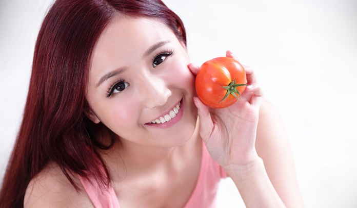 Tomatoes and gram flour can reduce visible signs of aging