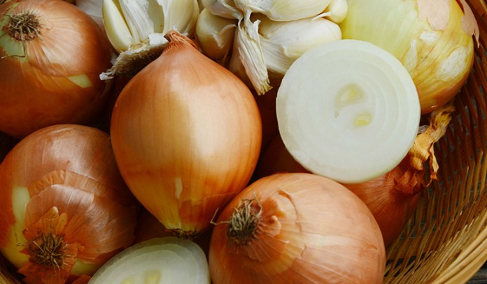 Onions and garlic are high-fructan vegetables that may trigger IBS symptoms