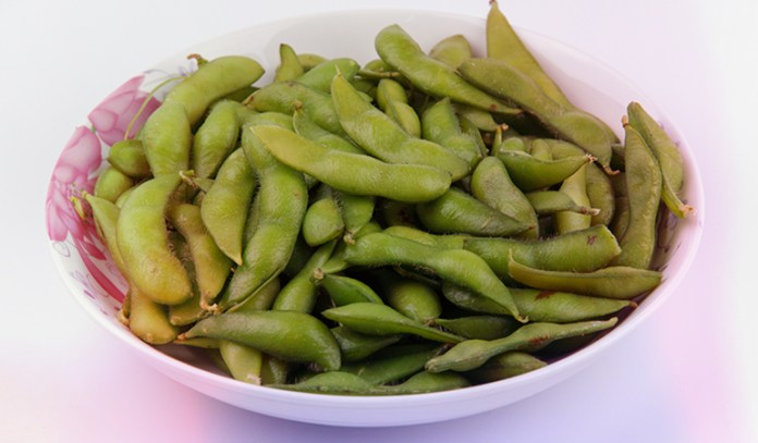 Half a cup of soybeans: 43 mcg (35.8 % DV) Half a cup of edamame has 21 mcg.