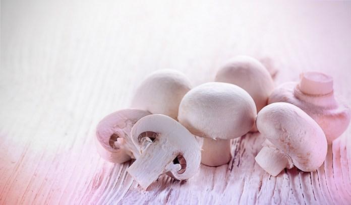 1 cup of white mushrooms, stir-fried: 0.5 mg of vitamin B2 (38.5% DV)