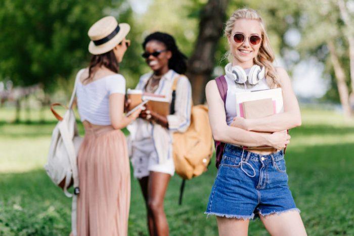 女子大生のキャンパスイメージ