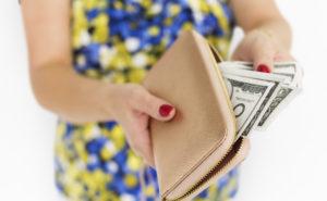 月収100万円を稼ぐ女性画像