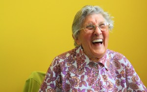 満面の笑顔のおばあちゃん画像