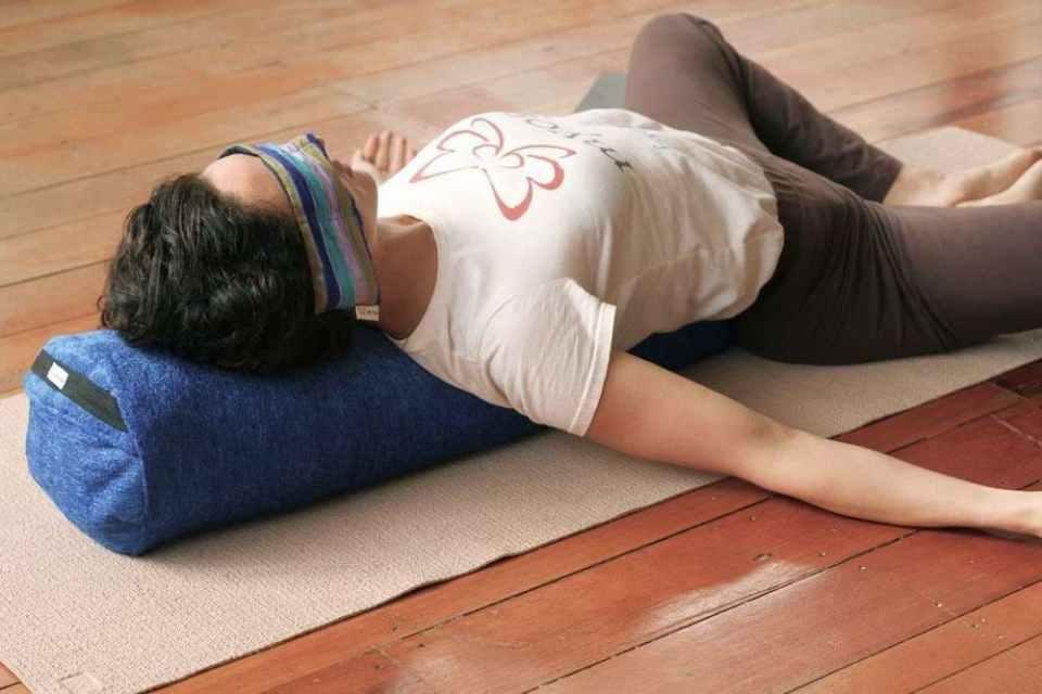 bolster para hacer yoga