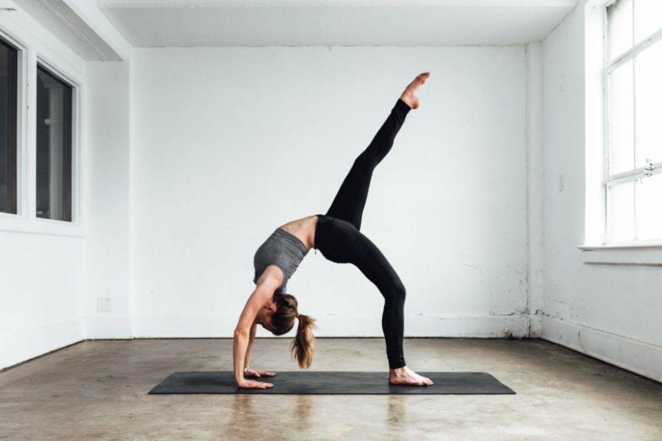 posiciones especiales del yoga bowspring