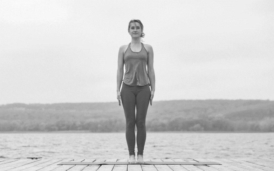 postura de yoga de la montaña