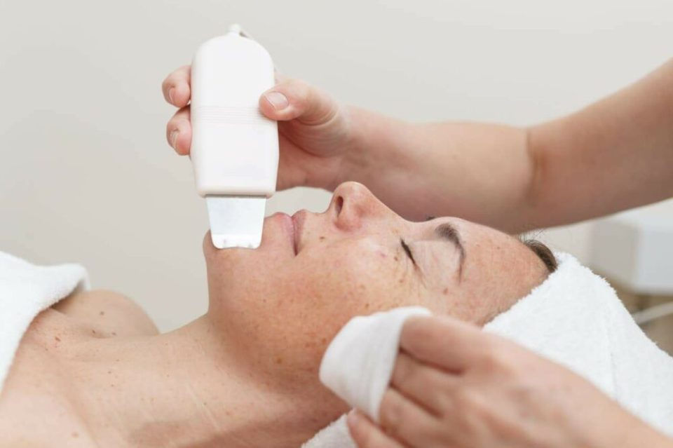 mejores tipos de masajeador facial - paleta ultrasonido