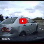 Increíble Vídeo: Conductor Chiflado Destroza coche y lo graba con su camara.