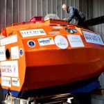 El aventurero francés, de 71 años, emprende un viaje transatlántico al Caribe en un enorme barril de naranja.