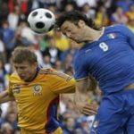 Los futbolistas profesionales padecen altas tasas de enfermedades motoras.