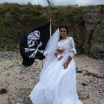 Se casó con un fantasma pirata, ahora se separa y pide un exorcismo