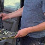 Granjero encuentra la pierna ortopédica de un paracaidista