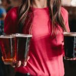 ¿Por qué beber cerveza podría ser más efectivo contra las arrugas que las cremas?