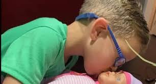 """Conmovedora solicitud: niño pidió muñeca para aprender a """"ser un gran padre"""""""