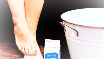 Picture of legs of a woman taking a bath of salt, will the salt be absorbed through the skin?ץ