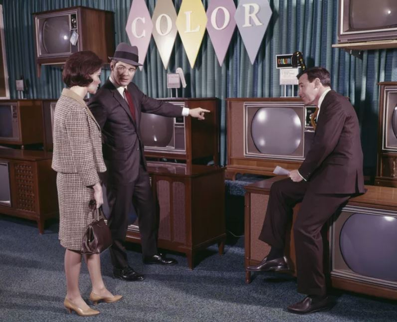 people choosing which TV to buy