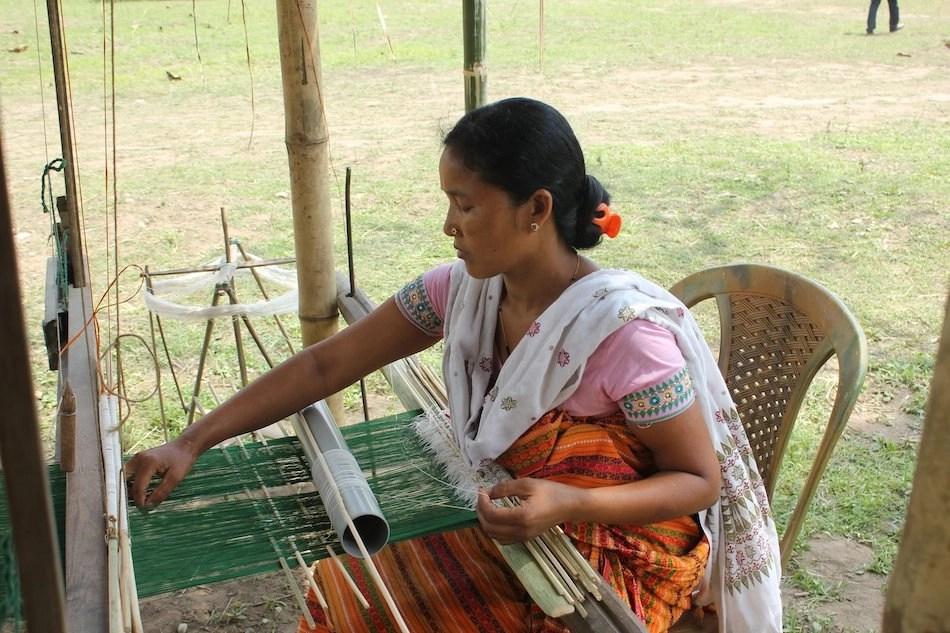 A women hand weaving a saree on a handloom I