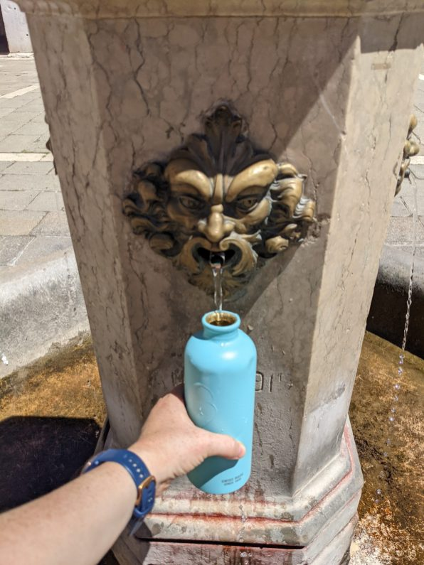 Water fountain in Venice sustainable travel tips