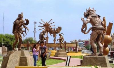 Pasea entre docenas de estatuas de reyes, dioses y seres sobranturales precolombinos