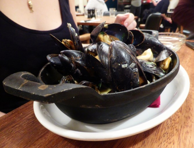 Curried Brixham mussels (£8).