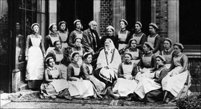 Photograph of Florence Nightingale with a group of nursing students around 1890