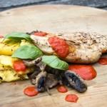 Gegrilde kip met paprikasaus en polenta