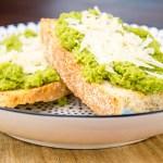 Recept Crostini met erwtenpuree en parmezaanse kaas