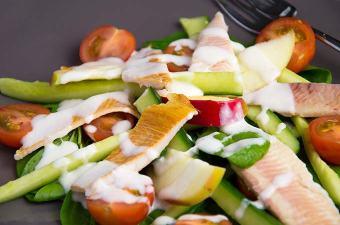 Salade met gerookte forel