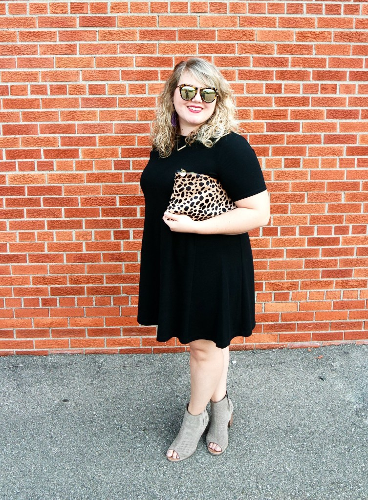 Clare Vivier Leopard Clutch Review. One of the most popular blogger bags, the Clare Vivier Leopard Clutch has become a staple for fashionistas.