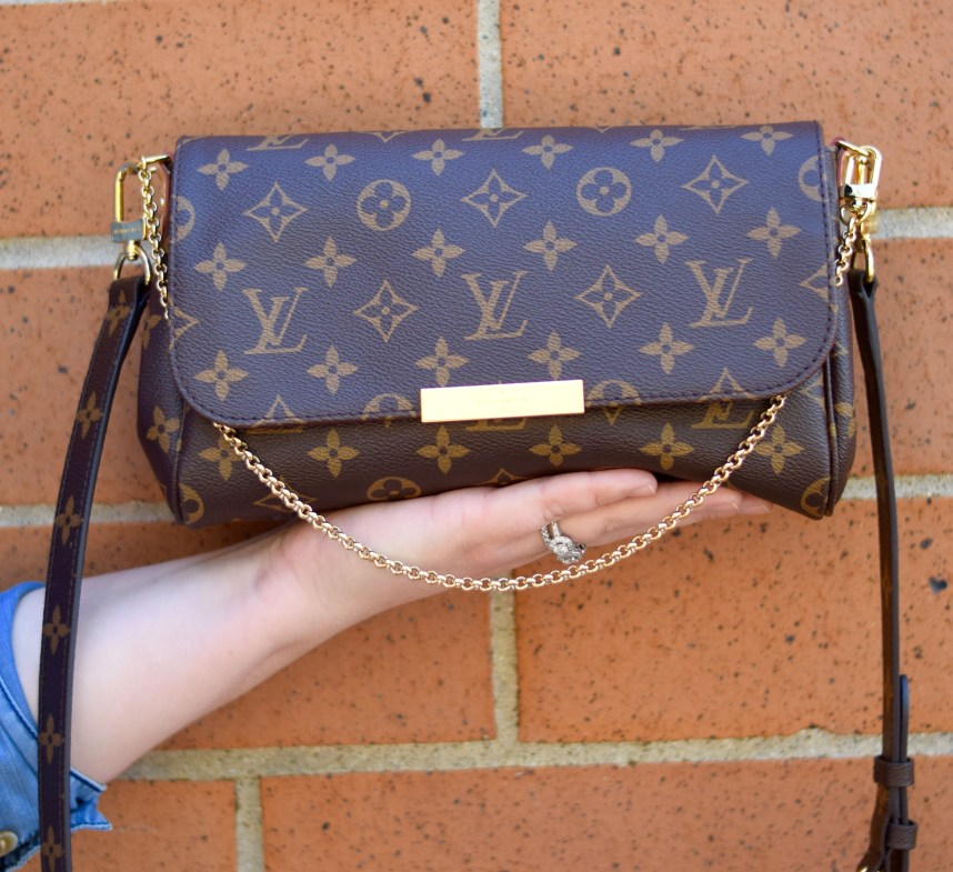 A review of the coveted Louis Vuitton Favorite MM in Monogram Canvas. This bag is currently one of the most sought after pieces from Louis Vuitton.