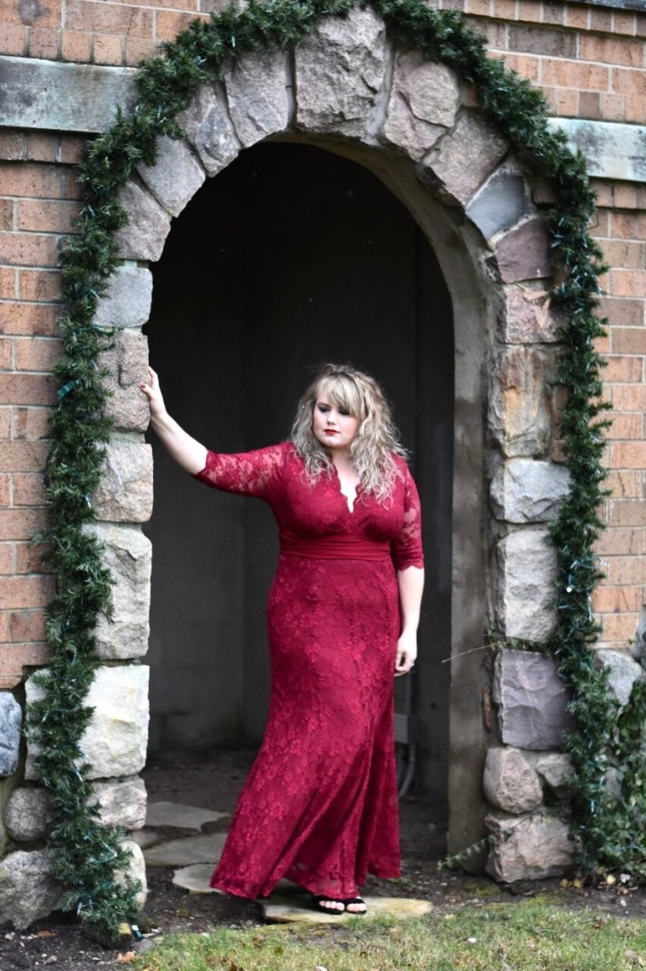 In this post I share a Kiyonna Formal gown, the Screen Siren gown just in time for Holiday formal events and Christmas pictures!