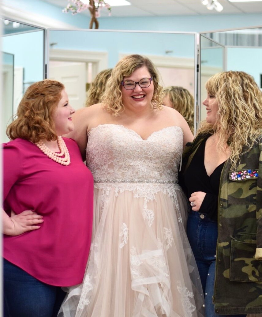 Bombshell Bridal Boutique. On the blog today I am sharing a fabulous plus size bridal boutique here in Michigan. I am also sharing how to have your true style shine through on your wedding day!