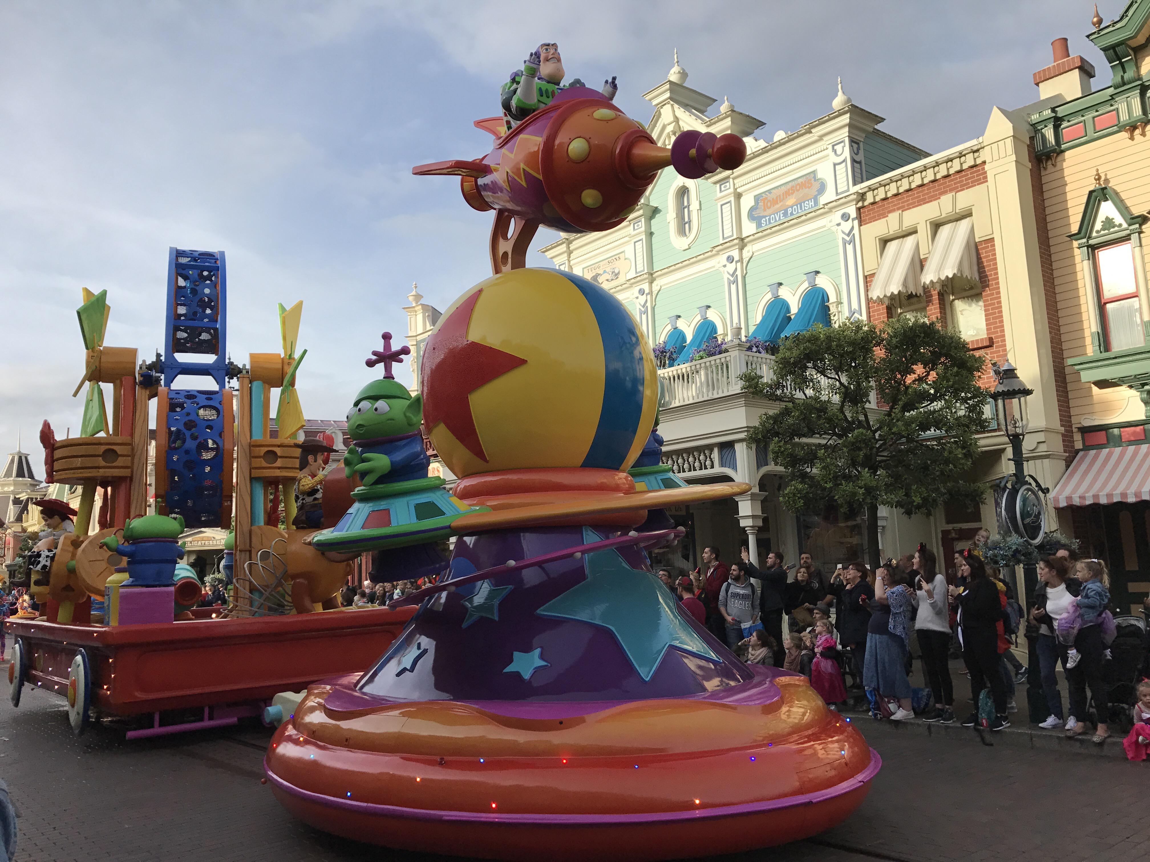 Joyeux Anniversaire Disneyland Paris Curls World