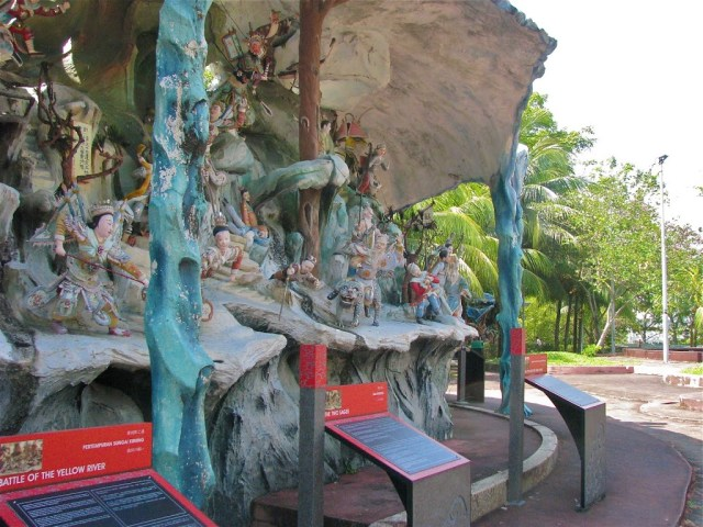 There is a lot to see at Haw Par Villa's diorama's | curlytraveller.com