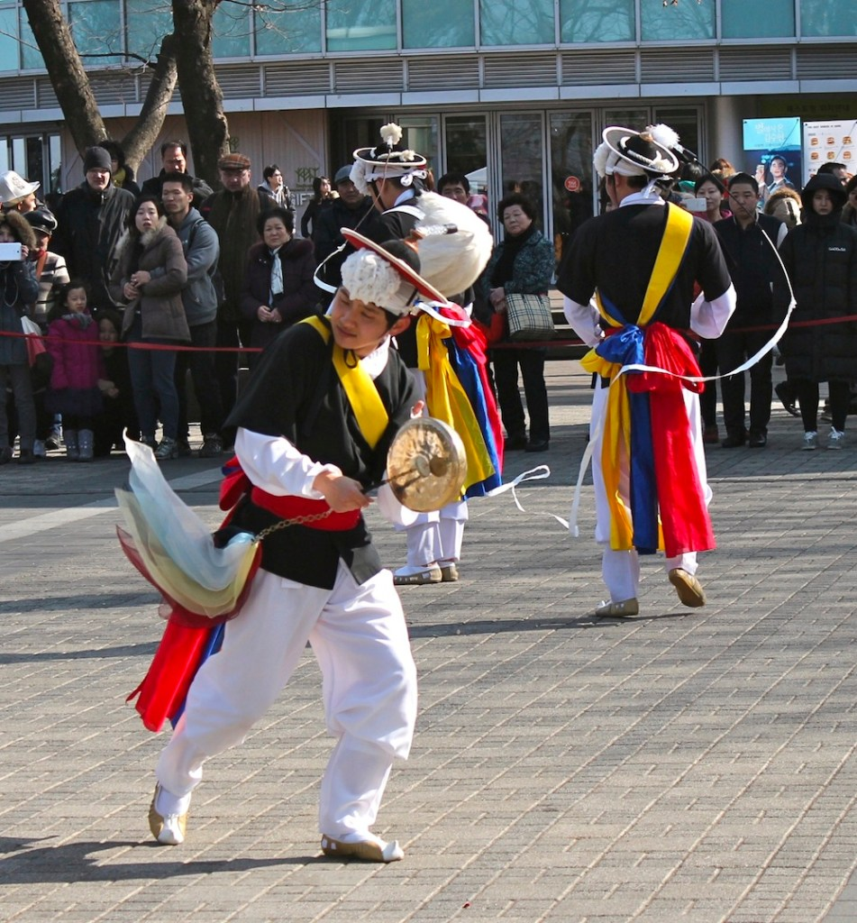 Visiting N Seoul Tower I saw this Korean Folk Dance group | curlytraveller.com