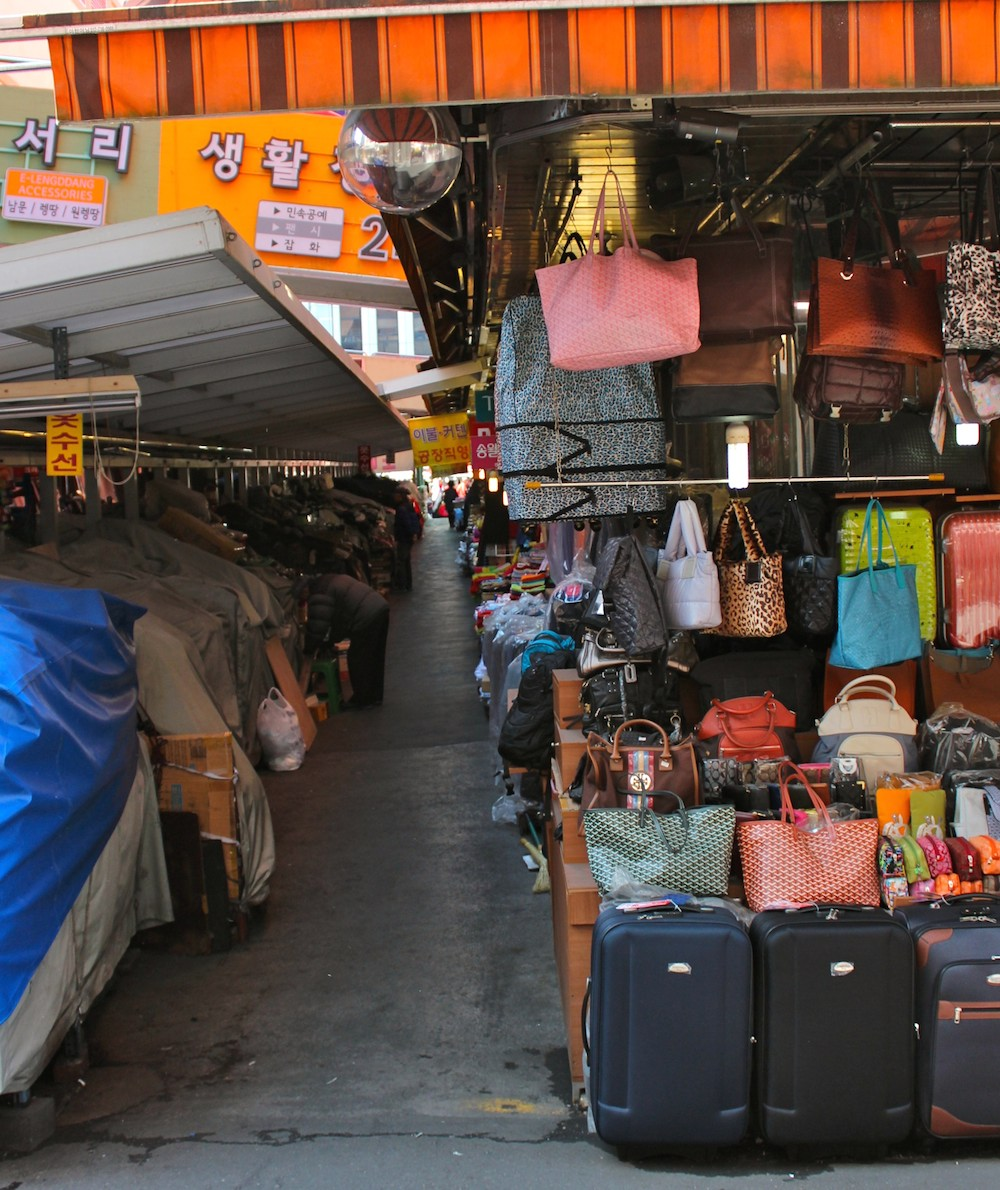 closed stalls and suitcase stall |curlytraveller.com