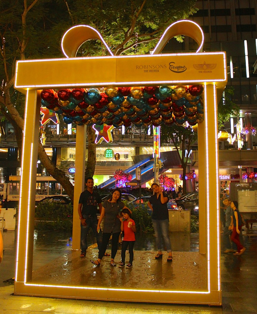 Christmas selfie in a giftbox on Orchard | curlytraveller.com