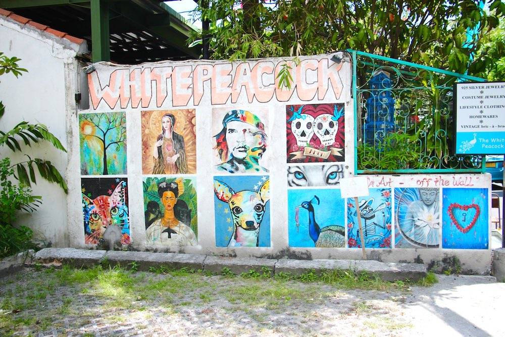 Street art Bali with icons |curlytraveller.com