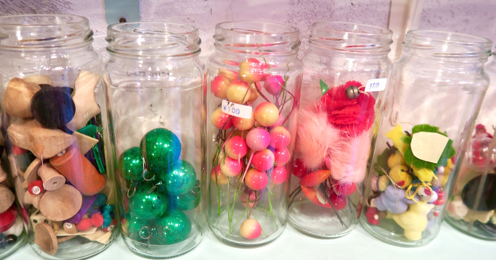 Glass jars with beads |curlytraveller.com