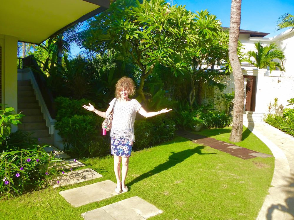 Woman in garden of Holiday Inn Baruna Bali |curlytraveller.com